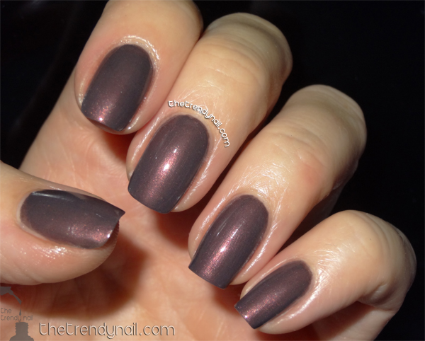 Sable-Collar-Essie -Nails