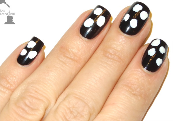 Step-2-Tory-Burch-Nail-Art