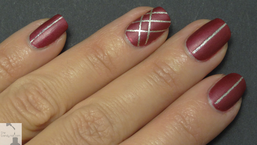 Holiday-Stripe-nails